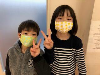 マスクをつけた子どもたち